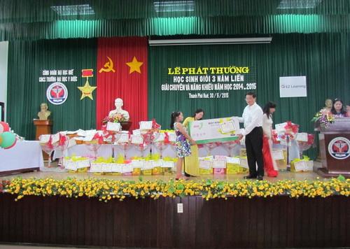 Công đoàn Trường ĐHYD Huế tổ chức lễ phát thưởng học sinh giỏi cho con cán bộ công chức, người lao động của trường nhân ngày quốc tế thiếu nhi 1.6.2015